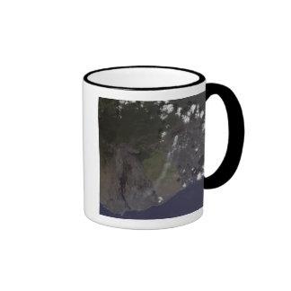 Soplo múltiple de los penachos hacia el sur-sudoes taza de café