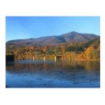 Soporte Ascutney y el río Connecticut en otoño Postal