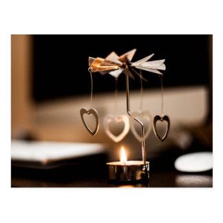 Soporte de la vela con los corazones postales