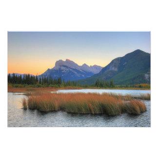 Soporte Rundle y puesta del sol bermellona del lag Fotografía