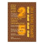 SORPRENDA el 25to cumpleaños moderno Brown y el Invitación 12,7 X 17,8 Cm