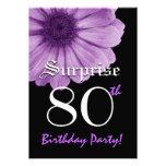 SORPRENDA la 80.a margarita de la púrpura de la pl Invitaciones Personalizada