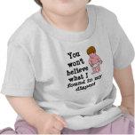 Sorpresa del pañal camisetas