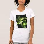 Sostener la linterna verde camisetas