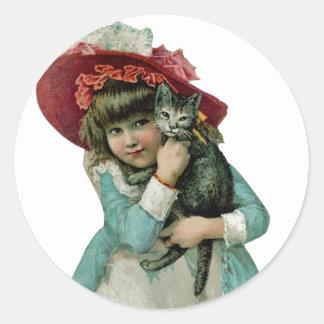 Sostener un gatito del navidad pegatina redonda