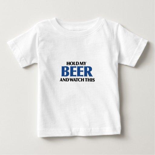 Sostenga mi cerveza (el bombardero azul) t shirts
