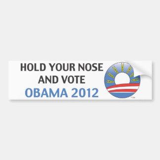 Sosténgase la nariz y vote a Obama 2012 Pegatina De Parachoque