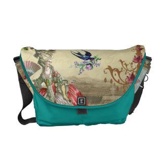 Souvenirs de Versailles (print outside) Messenger Bags