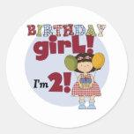 Soy 2 camisetas y regalos del chica del cumpleaños etiquetas redondas