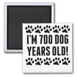 Soy 700 años del perro imán cuadrado