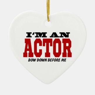 Soy actor arqueo abajo antes de mí adorno navideño de cerámica en forma de corazón