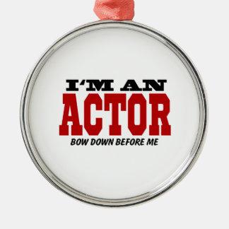 Soy actor arqueo abajo antes de mí adorno redondo plateado