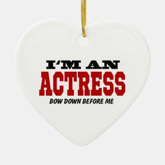 Soy actriz arqueo abajo antes de mí adorno navideño de cerámica en forma de corazón