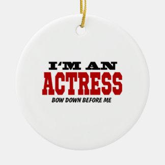 Soy actriz arqueo abajo antes de mí adorno navideño redondo de cerámica