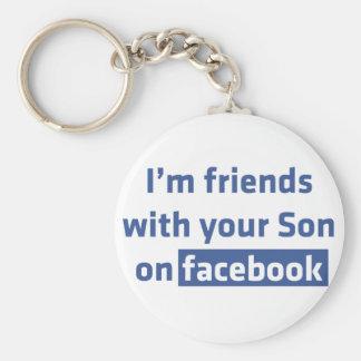 Soy amigos con su hijo en facebook. llavero redondo tipo pin