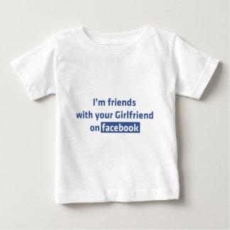 Soy amigos con su novia en facebook playera de bebé