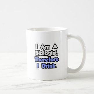 Soy biólogo, por lo tanto bebo tazas de café