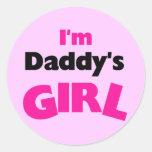 Soy camisetas y regalos del chica del papá pegatina redonda