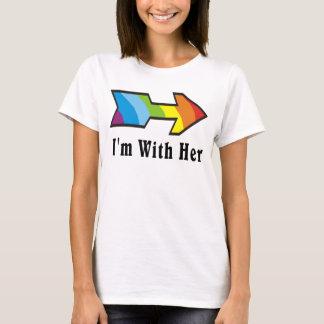 Soy con ella - flecha del arco iris dejada playera