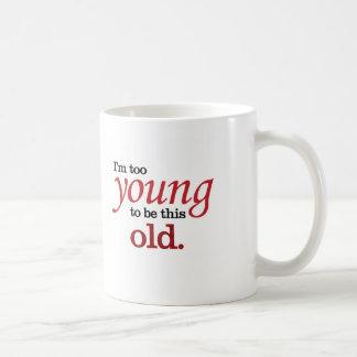 Soy demasiado joven ser esta vieja toma divertida taza de café