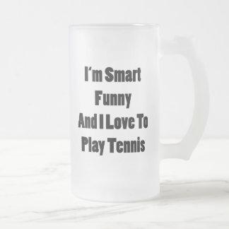 Soy divertido elegante y amo jugar a tenis taza de cristal