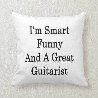 Soy divertido elegante y un gran guitarrista cojines
