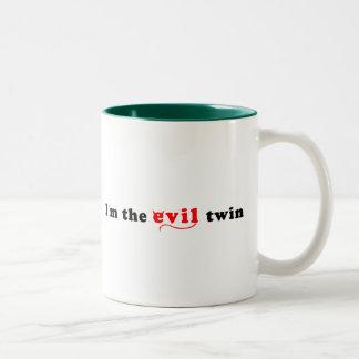Soy el gemelo del mal taza