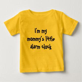 Soy el poco despertador de mi mamá playera de bebé