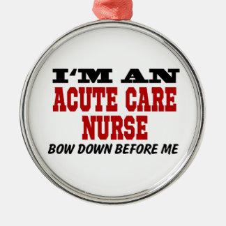 Soy enfermera aguda del cuidado arqueo abajo antes adorno navideño redondo de metal