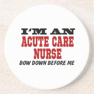 Soy enfermera aguda del cuidado arqueo abajo antes posavasos de arenisca