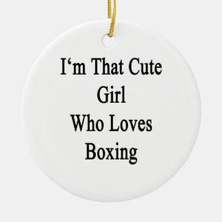Soy ese chica lindo que ama el encajonar ornamentos de navidad