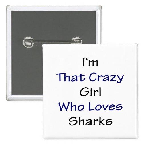 Soy ese chica loco que ama tiburones pin cuadrado