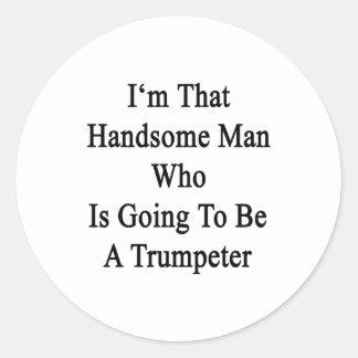 Soy ese hombre hermoso que va a ser una trompeta pegatina redonda
