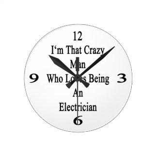 Soy ese hombre loco que ama el ser electricista reloj redondo mediano