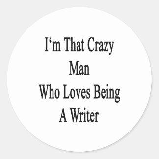 Soy ese hombre loco que ama el ser escritor pegatina redonda