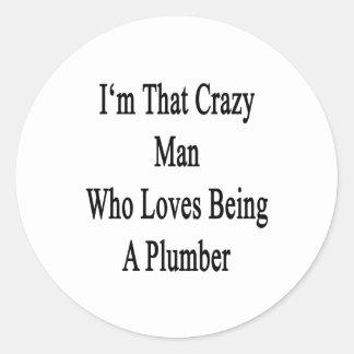 Soy ese hombre loco que ama el ser fontanero etiqueta redonda