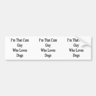 Soy ese individuo lindo que ama perros etiqueta de parachoque