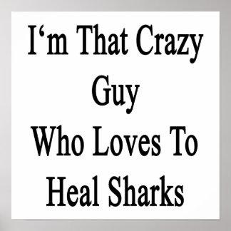 Soy ese individuo loco que ama curar tiburones póster