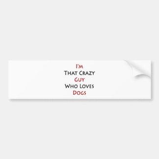 Soy ese individuo loco que ama perros etiqueta de parachoque