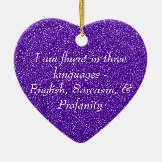 Soy fluido en tres idiomas adorno de cerámica en forma de corazón