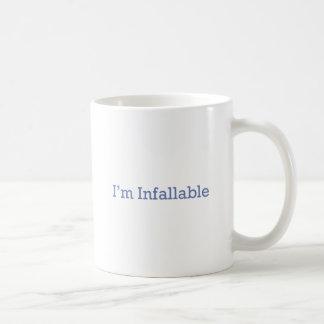 Soy Infallable Taza Básica Blanca