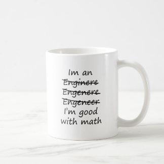 soy ingeniero bueno con matemáticas taza básica blanca