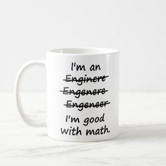 Soy ingeniero que soy bueno en la matemáticas taza básica blanca