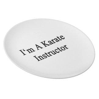 Soy instructor del karate platos para fiestas