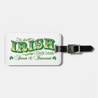 Soy irlandés yo miro solamente el dulce y al etiqueta de maleta