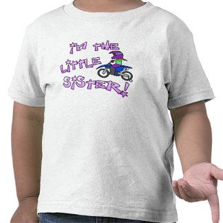 Soy la camiseta del motocrós de la pequeña hermana