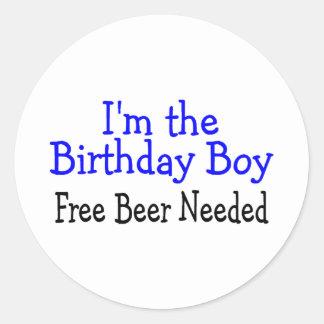 Soy la cerveza libre del muchacho del cumpleaños pegatina redonda