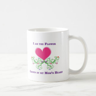 Soy la flor crecida en el corazón de mi mamá taza de café