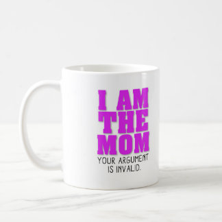 Soy la mamá que su discusión es inválida taza básica blanca