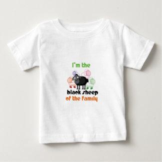 Soy la oveja negra de la familia tee shirt